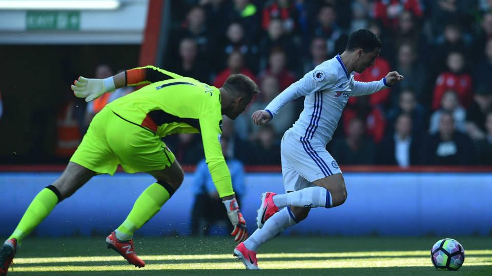 Hazard tegaskan para pemain bertahan untuk tingkatkan kemampuan
